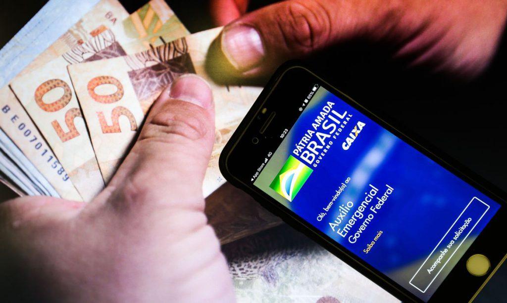 Fim do auxílio emergencial ajudará a controlar inflação, diz Guedes