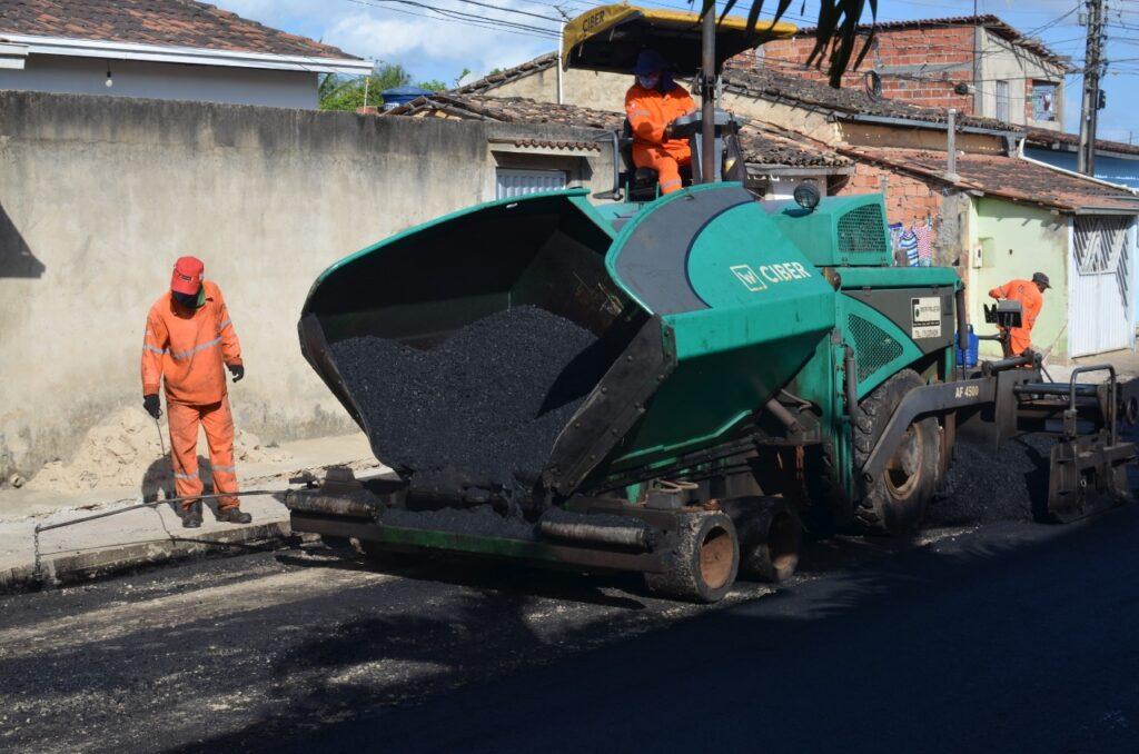 Obra de drenagem e pavimentação de vias na rua Irmã Dulce e travessas chega a 90% de execução
