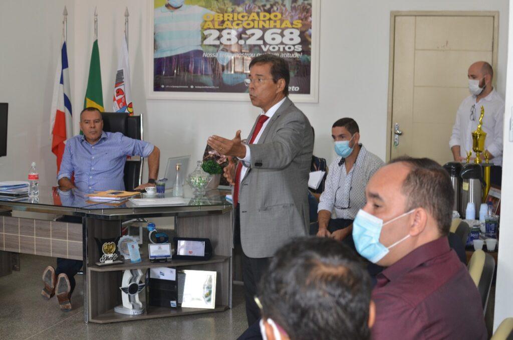 Prefeito Joaquim Neto se reúne com secretários e assina nomeações