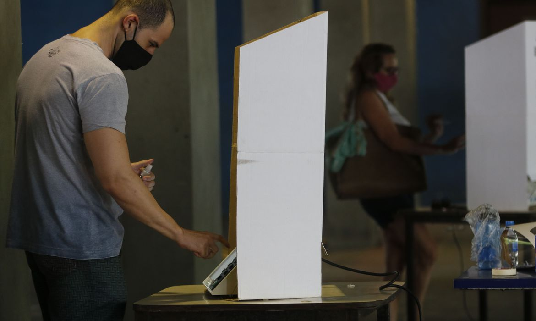 Prefeitos eleitos tomam posse em 5.472 municípios; 96 ficam pendentes