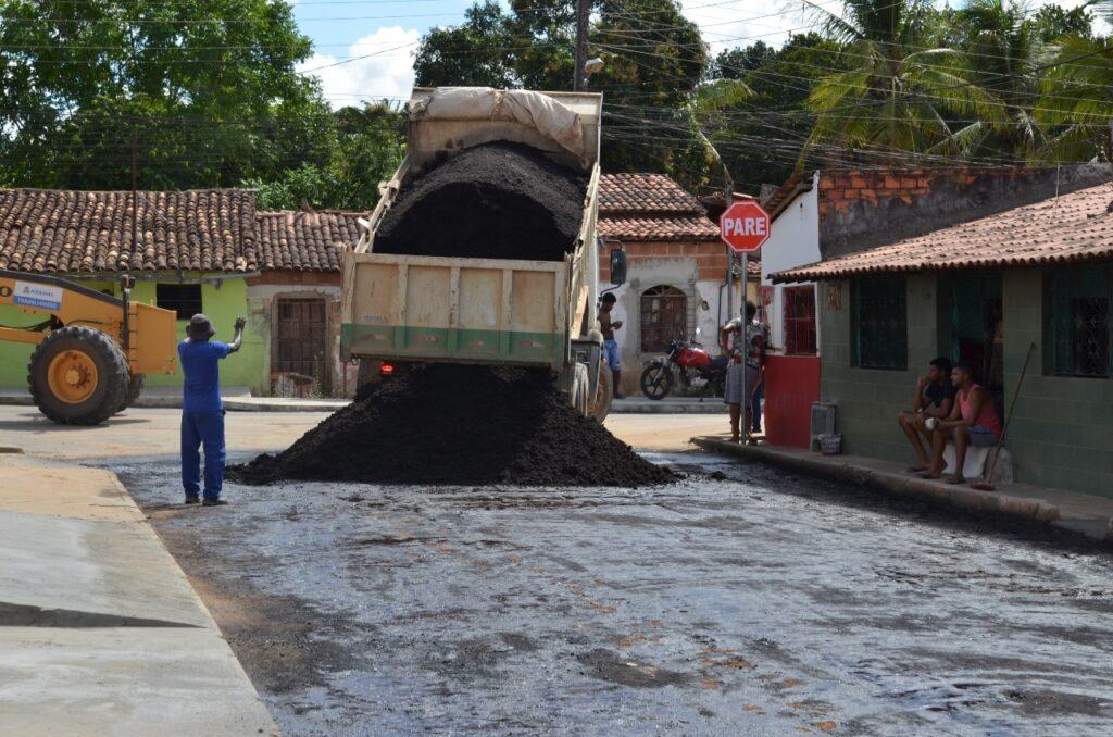 Rua Mãe Helena é asfaltada pela Prefeitura