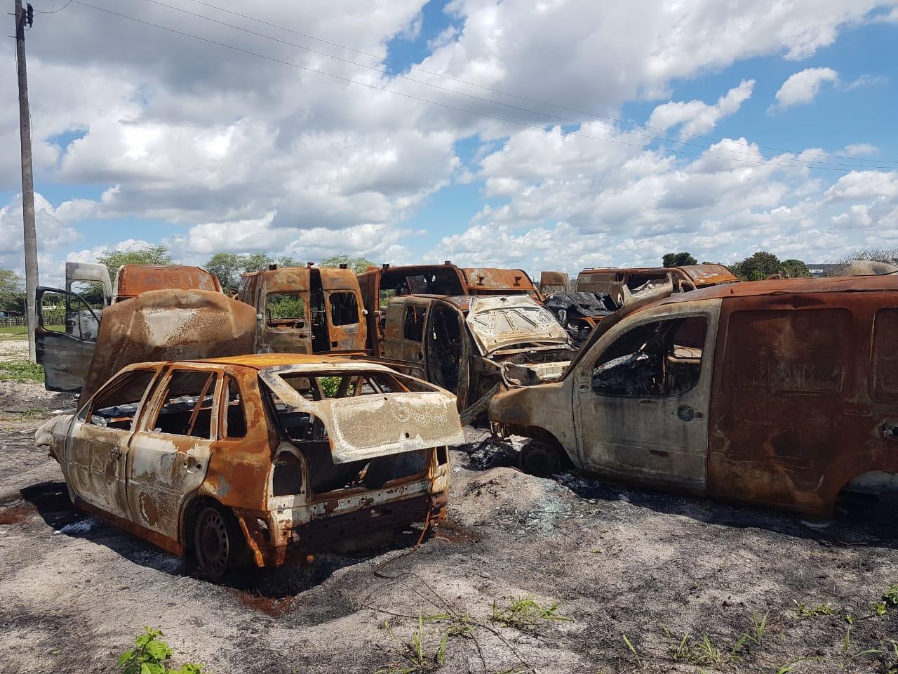 Ambulâncias queimadas em incêndio estavam inapropriadas para uso e seriam descartadas em sucata