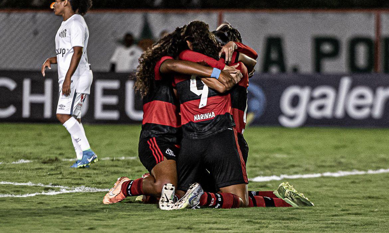Flamengo vence Santos no Brasileiro Feminino