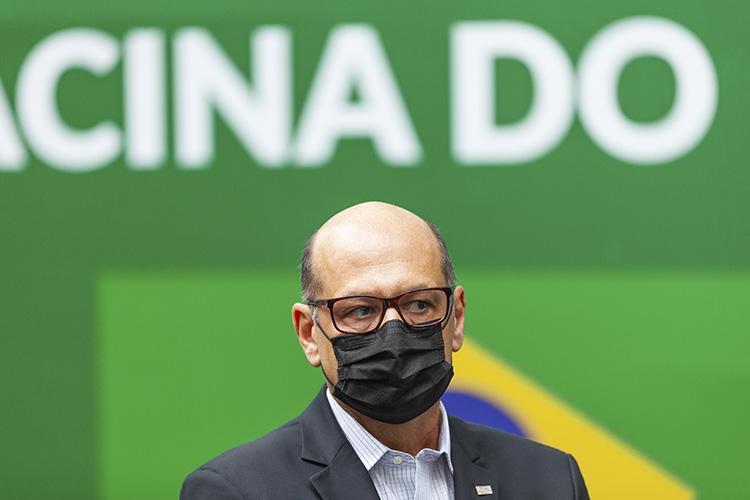 Imunização dos adultos protege crianças e adolescentes, afirma Dimas Covas em entrega de novas doses da CoronaVac