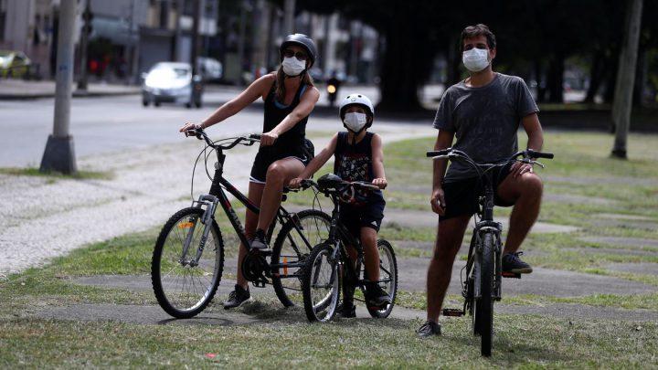 Uso da máscara faz casos de sarampo caírem em São Paulo