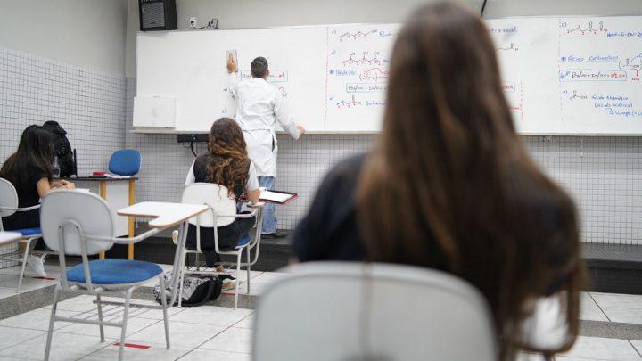 Dia do Professor: docentes contam como está sendo preparo para o Enem